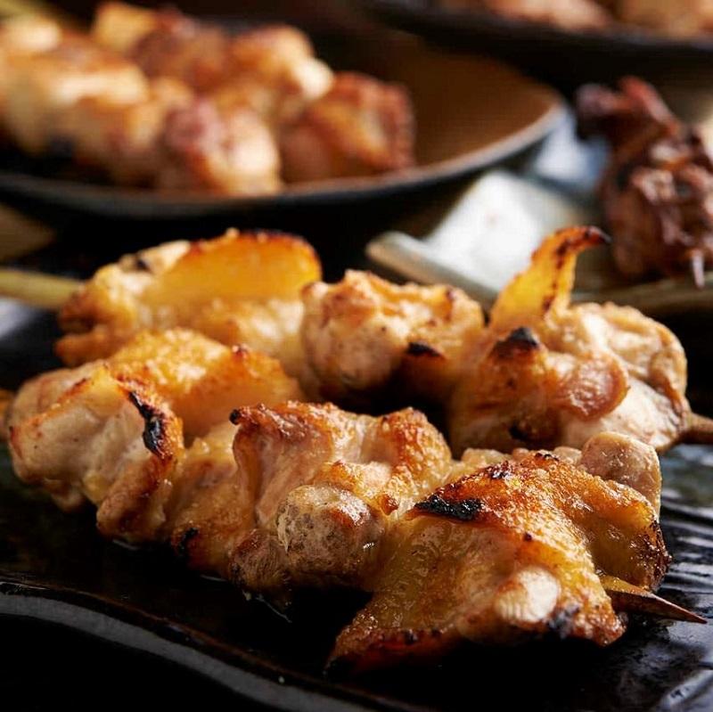 焼き鳥をはじめ人気の鶏料理が食べ放題で楽しめる町田の居酒屋「とりいちず」